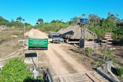 El pueblo mebêngôkre dispone de una base desde que la que se organizan para vigilar los límites de su tierra y evitar incursiones.