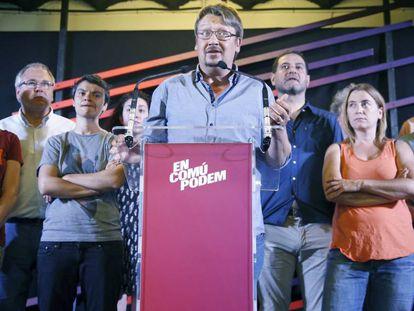 El senador Óscar Guardingo, primero por la derecha, durante el balance del 26-J que realizó Xavier Domènech, líder de En Comú Podem.