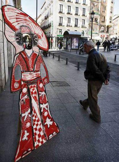 Figura decorativa a la entrada del local Geishamamucho, en la calle de Atocha.