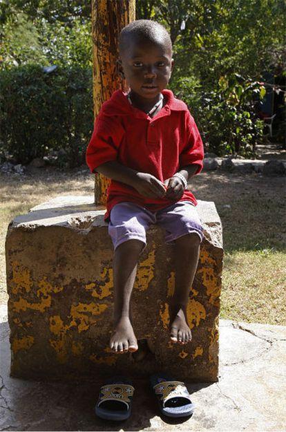 Uno de los niños huérfanos rescatados de manos de una organización cristiana estadounidense que intentaba sacarlos de Haití.