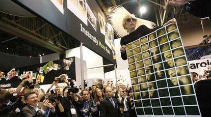 Lady Gaga, nombrada directora crativa de Polaroid en la feria 2010 International Consumer Electronics Show de Las Vegas.