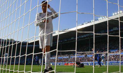 Cristiano se lamenta durante el partido contra el Alavés.