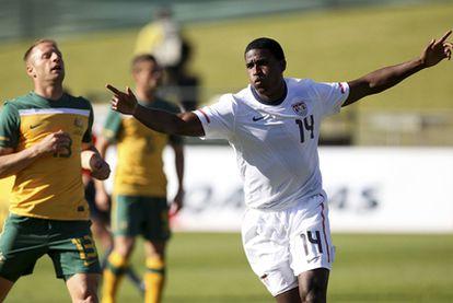 Edson Buddle celebra su primer gol