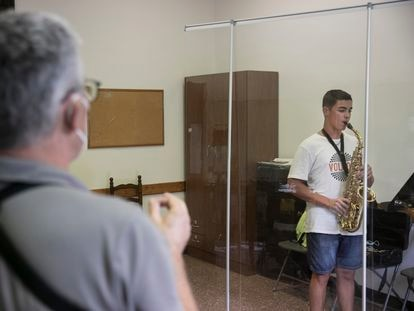 Clase de saxo el primer día de curso del Conservatorio Municipal de Barcelona.