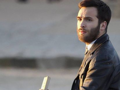 El actor Ricardo Gómez en su papel de Carlos Alcántara en 'Cuéntame'.
