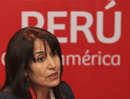 La ministra peruana de Comercio Exterior y Turismo, Magali Silva, habla durante una entrevista con Efe este miércoles 14 de agosto de 2013, en Ciudad de Panamá.