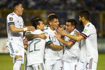 Héctor Moreno celebrates with his teammates the 0-1 against El Salvador.
