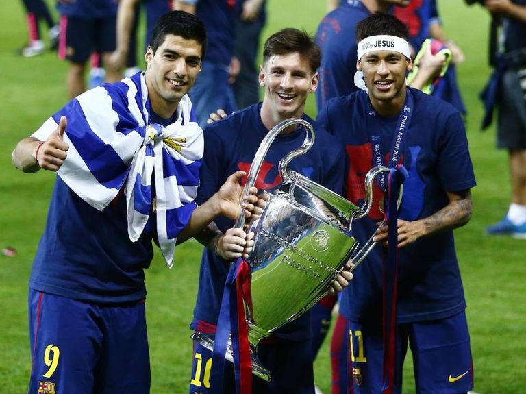 Luis Suárez, Lionel Messi y Neymar celebran la Liga de Campeones en 2015.
