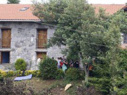 Varios menores acogidos en el centro de Deba.