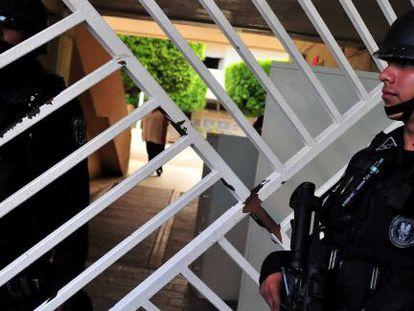 Policías federales desplegados en Iguala tras la desaparición de los 43