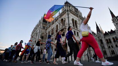 Protesta contra la ley homotránsfoba de Hungría, el 14 de junio en Budapest.