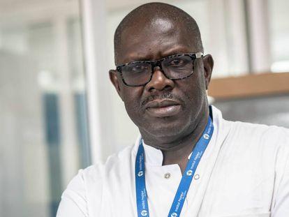 El doctor Ousmane Faye en Dakar, Senegal.