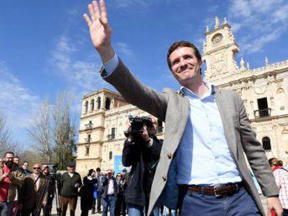 El PP trata de frenar la fuga de votos a Vox, el enemigo que salió de sus filas. La cabeza de lista del partido ultra por Vizcaya cobró hasta hace semanas un sueldo de la Comunidad de Madrid