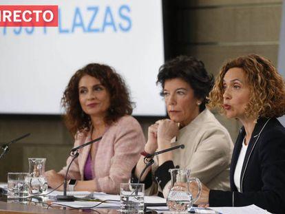 Desde la izquierda: las ministras María Jesús Montero, Isabel Celáa y Meritxell Batet, en el Consejo de Ministros del pasado viernes. En vídeo, retransmisión en directo de la Diputación Permanente.