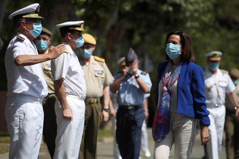 La ministra de Defesa, Maragarita Robles, el pasado jueves a su llegada a la base de Retamares, en Madrid.