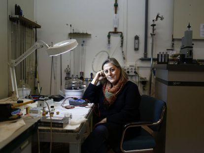 La investigadora Mar García, en su laboratorio del CSIC