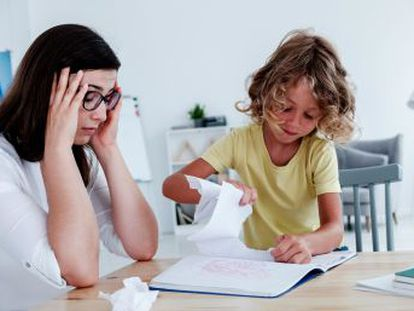 Estos niños no gestionan adecuadamente sus impulsos, necesidades, emociones y pensamientos, lo que causa que actúe de manera desadaptativa