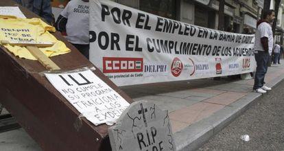 Extrabajadores de la extinta multinacional de componentes de motor Delphi, durante una protesta.
