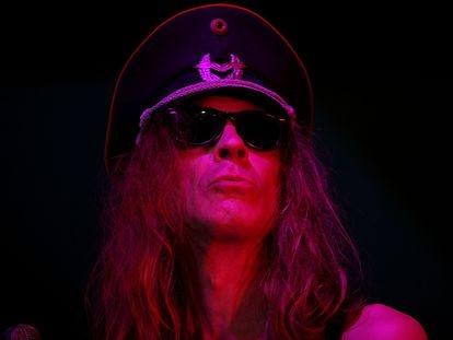 Julian Cope en un concierto en el Latitude Festival de 2008 en Suffolk, Inglaterra.