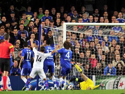 El gol de Streller, el segundo del Basilea ante el Chelsea en Stamford Bridge.