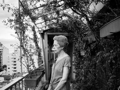 La escritora argentina Hebe Uhart, en el salón de su casa.