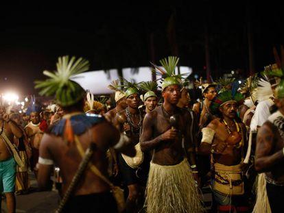 Miles de indígenas se manifiestan en Brasilia (Brasil).