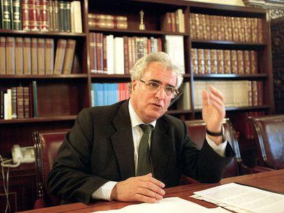 Enrique Múgica en una imagen de archivo de 2001.