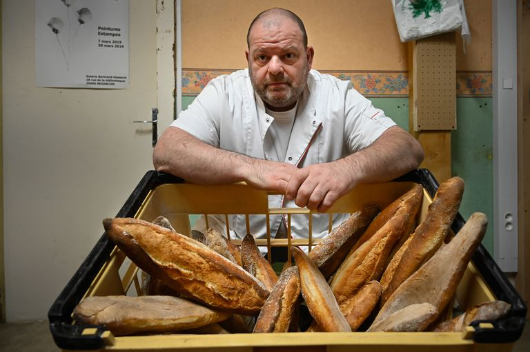 El panadero Stéphane Ravacley, que inició una huelga de hambre para lograr que se regularizara a su aprendiz, un migrante guineano