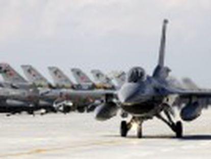 Ankara afirma que el caza violó su espacio aéreo. Putin tilda de  puñalada en la espalda  el derribo del aparato. Una facción rebelde siria difunde un vídeo con el cadáver de uno de los pilotos