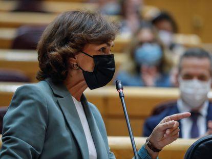 La vicepresidenta primera Carmen Calvo, interviene durante la sesión de control al Gobierno, el pasado octubre.