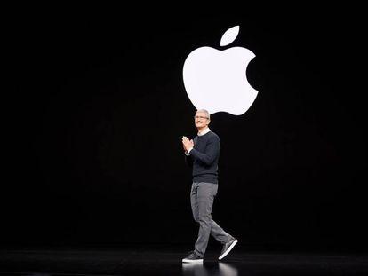 Tim Cook en el escenario de una keynote de Apple en septiembre de 2019.