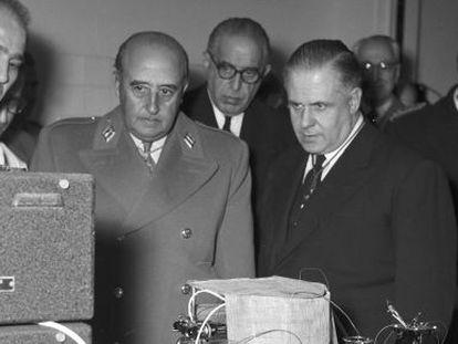 Francisco Franco, en 1958, durante la inauguración del Instituto de Investigaciones Biológicas del CSIC.