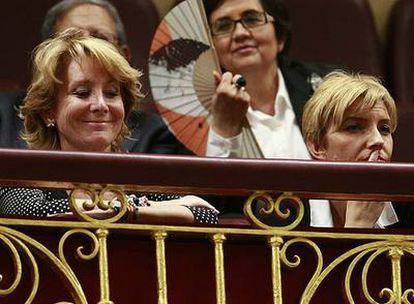 Esperanza Aguirre y Sonsoles Espinosa, en la tribuna.