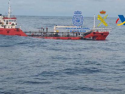 Buque intervenido con casi tres toneladas de droga frente a las costas gallegas.