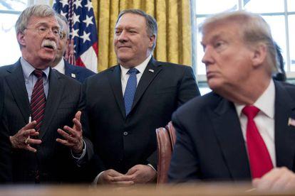John Bolton, a la izquierda, junto a Mike Pompeo (centro) y Donald Trump, el pasado día 7 en la Casa Blanca.