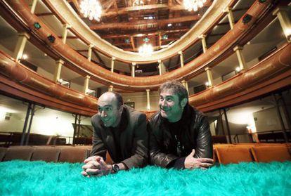 Sergi López (derecha) y Jorge Picón, en el Corral de Comedias, de Alcalá de Henares.