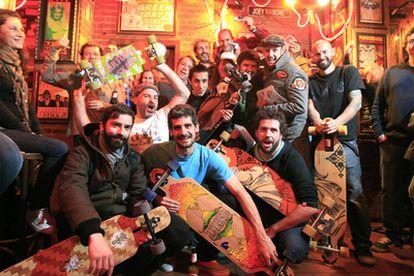 Los miembros del <b>Madrid Old Skool Skaters</b> club, el pasado viernes en el Louie Louie.