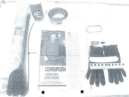 Elementos intervenidos al falso cura que secuestró a la familia de Luis Bárcenas en octubre de 2013.