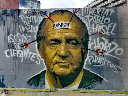 Mural en favor de Pablo Hasel en la plaza de las Tres Ximeneias