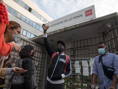 Juicio contra Malick Guaye y Fonsi Loaiza en un juzgado de Madrid por calumnias contra la policía municipal.