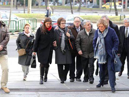 FOTO: Familiares de las victimas del Yak-42 a su llegada al Ministerio de Defensa, el pasado día 10. / VÍDEO: Recorrido histórico del caso.