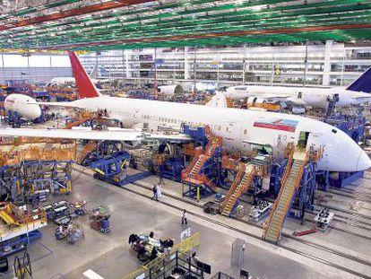 Montaje de un 787 Dreamliner para Air India, en la fábrica de Boeing en EE.UU.