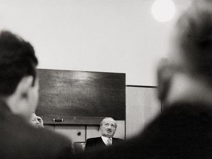 Martin Heidegger durante una charla en Tuebinga (Alemania) en 1961.