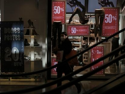 Una tienda del centro comercial L'Illa Diagonal el día antes de su cierre en enero por las medidas restrictivas.