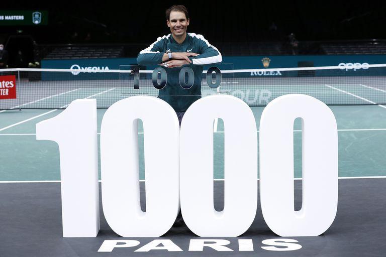Nadal celebra su victoria 1.000 en el pabellón multiusos de París-Bercy.