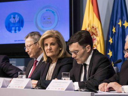 La ministra de Empleo, Fátima Báñez, en la presentación del programa Jóvenes y +