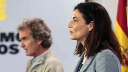 Fernando Simón (i) y la directora del Instituto de Salud Carlos III, Raquel Yotti (d), en rueda de prensa tras la reunión del Comité Técnico de Gestión del Coronavirus el pasado 27 de abril.