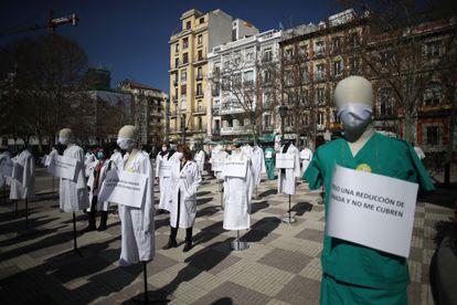 Concentración de médicos de atención primaria frente a la Consejería de Hacienda de Madrid en marzo de 2021, en protesta por la situación de este ámbito asistencial.