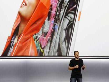 Mario Queiroz, vicepresidente de Google explica las funciones del nuevo Pixel 2.