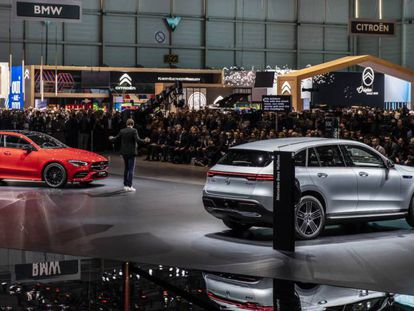 Presentación de Mercedes durante el Salón del Automóvil de 2019. En vídeo, Suiza suspende el Salón Internacional del Automóvil de Ginebra.